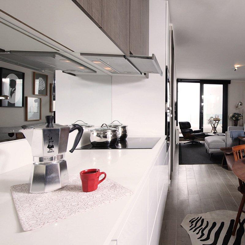 ¿Sabías que en #EdificioCarol el diseño interior de su cocina está pensado para ampliar el espacio? Desde encimeras con colores iluminados, hasta muebles que entregan una sensación de amplitud.  Descubre todo lo que #EdificioCarol tiene para ofrecer > > https://t.co/pSws2VT0MX https://t.co/m218m1QB7X