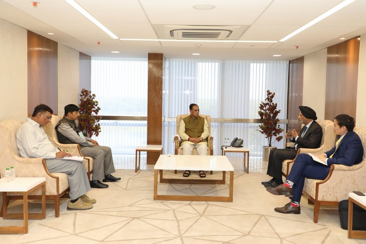 Consul General of Singapore calls on Gujarat Chief Minister