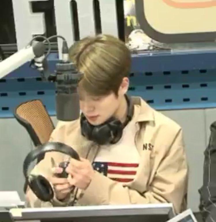 แจฮยอนไม่ต้องทำทุกอย่างก็ได้ค้าบ ซ่อมหูฟ...