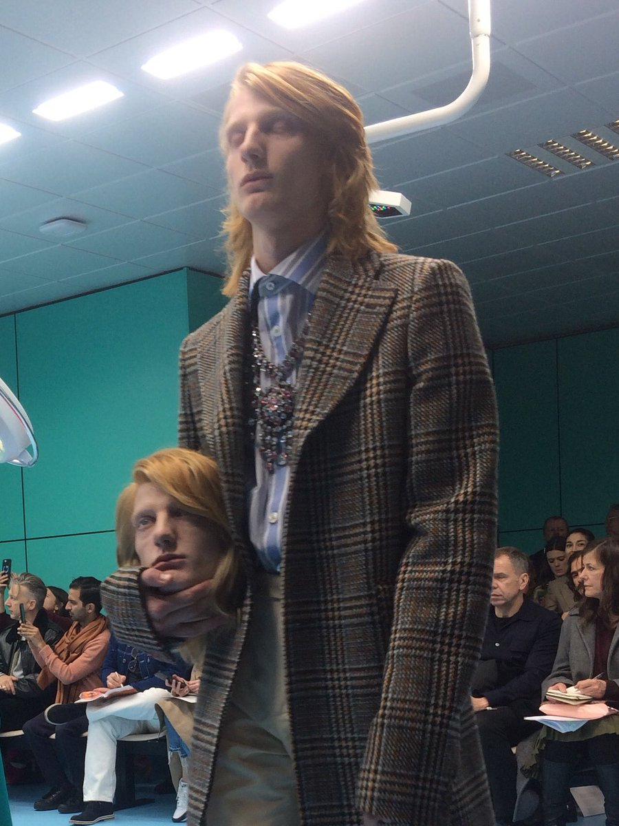 Carry your extra head in your hand @gucci #MFW