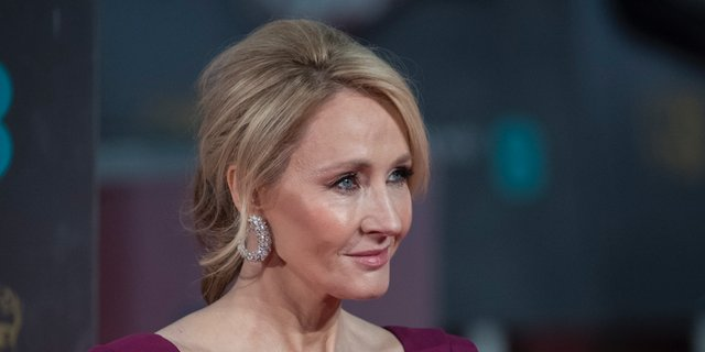 J.K. Rowling tweeted about 'Black Panther' and got dragged for lack of representation in 'Harry Potter' https://t.co/I3XPqLIhfU