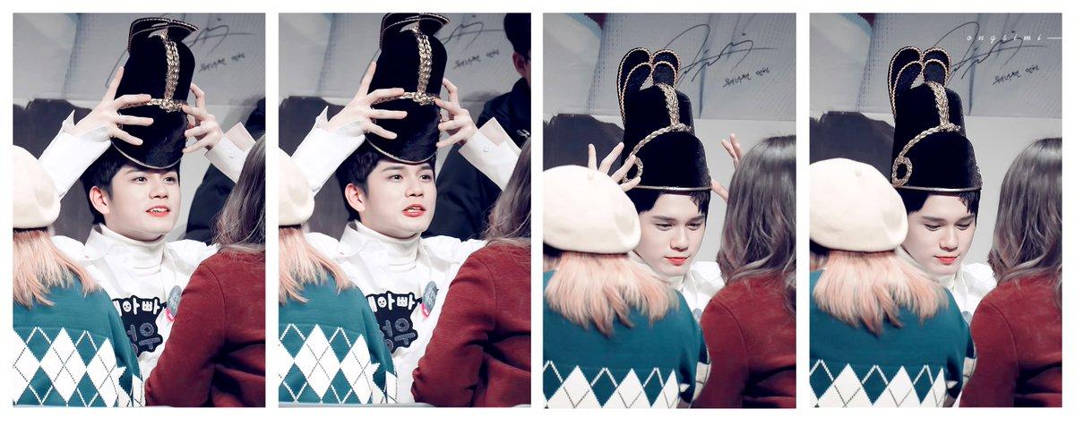 이 모자(?)도 정말 예뻤는데 쓰자마자 떨어져서 아쉬웠....ㅠㅠ (계속...