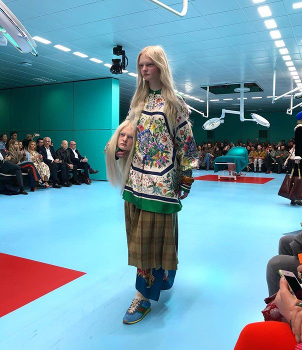 A model just carried her own severed head at the @gucci show: https://t.co/DH8HR5a88S