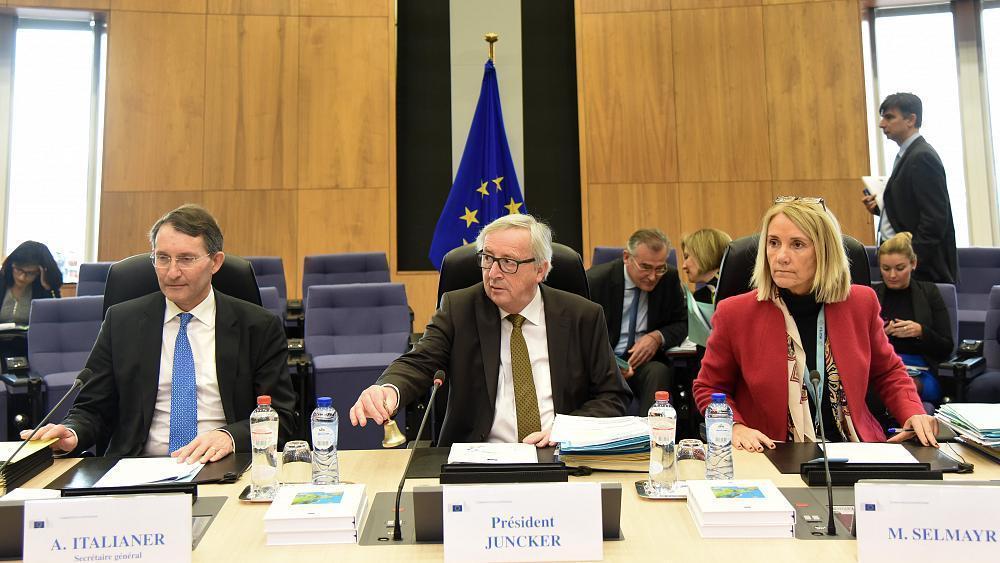 Juncker mueve fichas en la CE y coloca a...
