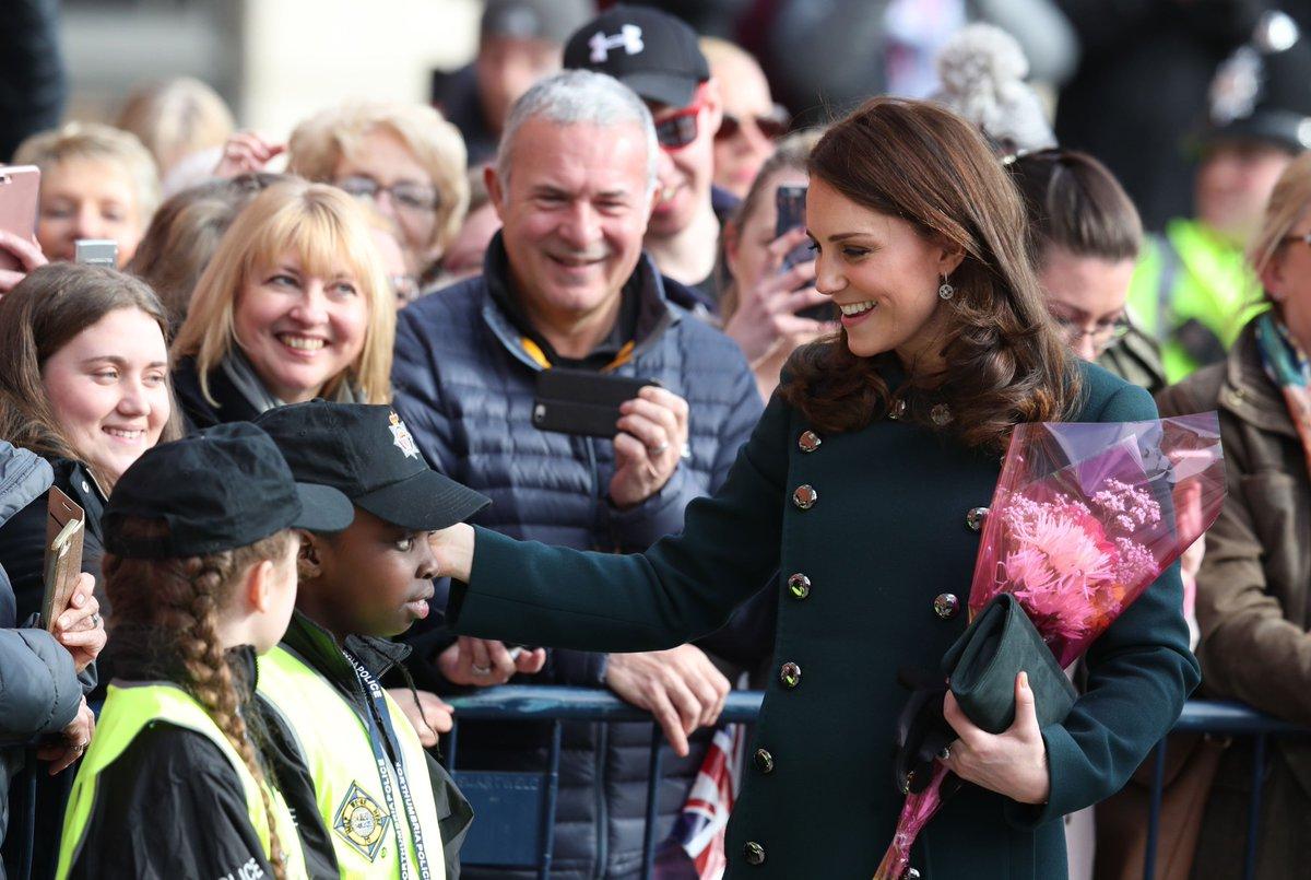 Watch as #Sunderland welcomes #RoyalVisit to city: trib.al/c0zbuJT