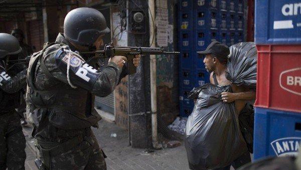 Blog do Sakamoto: Ministro da Justiça trata moradores de favelas como combatentes inimigos https://t.co/ON9Tt5NvIV