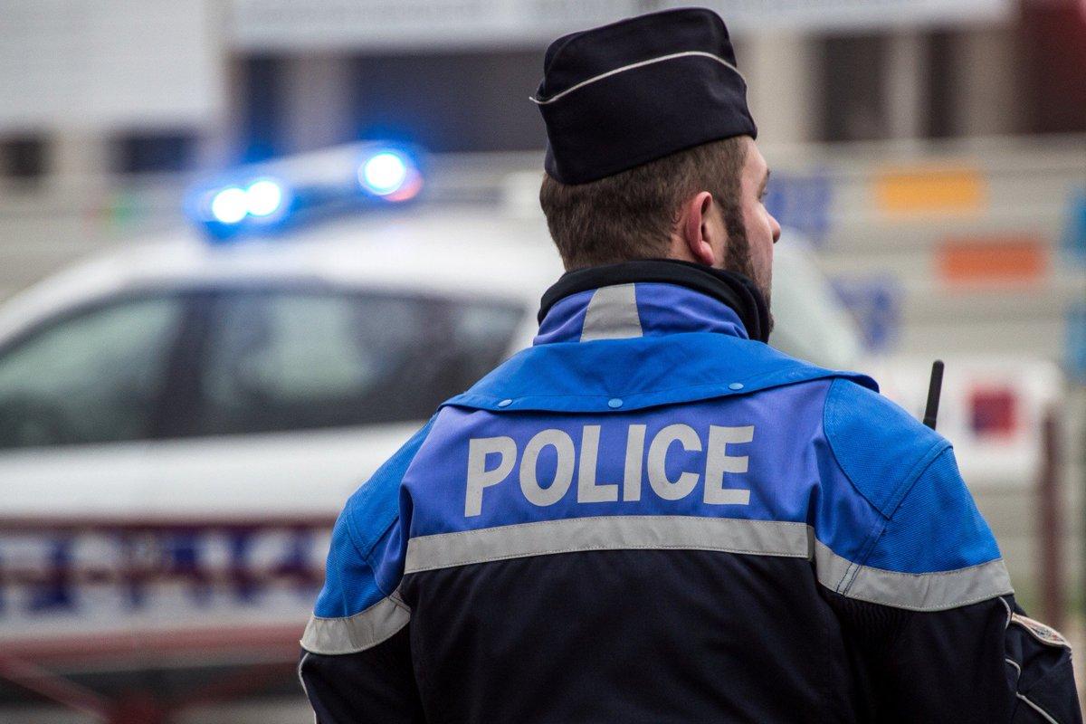Paris : frappé de 24 coups de couteau da...