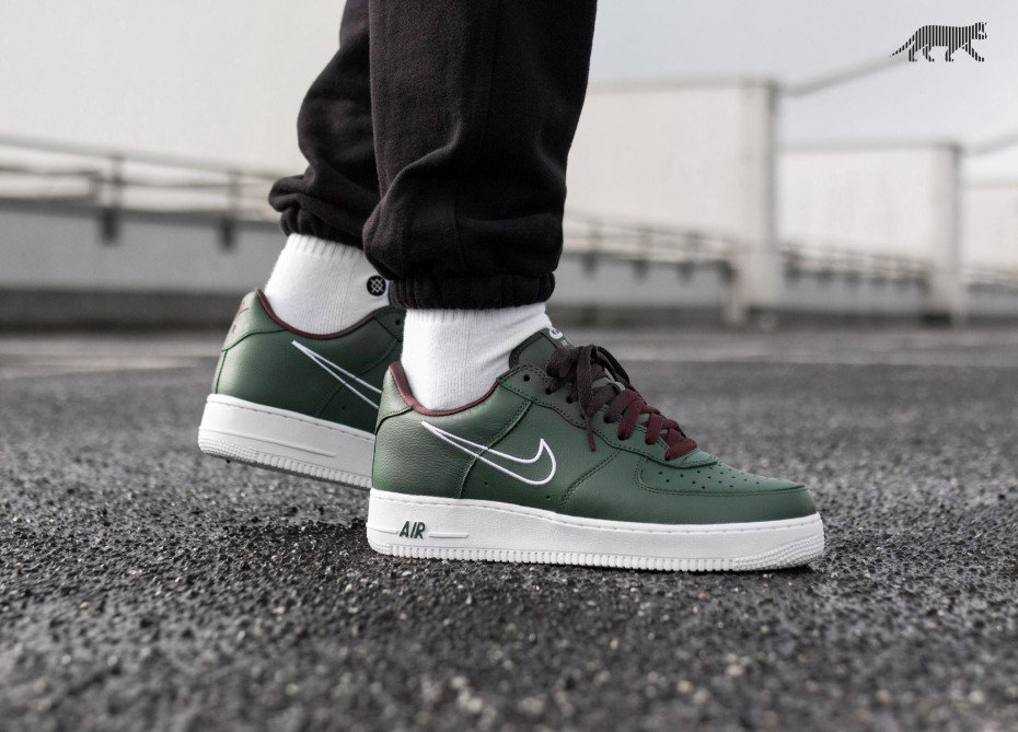 cbd0cb8b03e1f3 ... 8am GMT Nike Air Force 1 Hong Kong  https   thesolesupplier.co.uk release-dates nike nike-air-force-1-hong-kong-845053-300   …pic.twitter.com XqZQMoT9n3