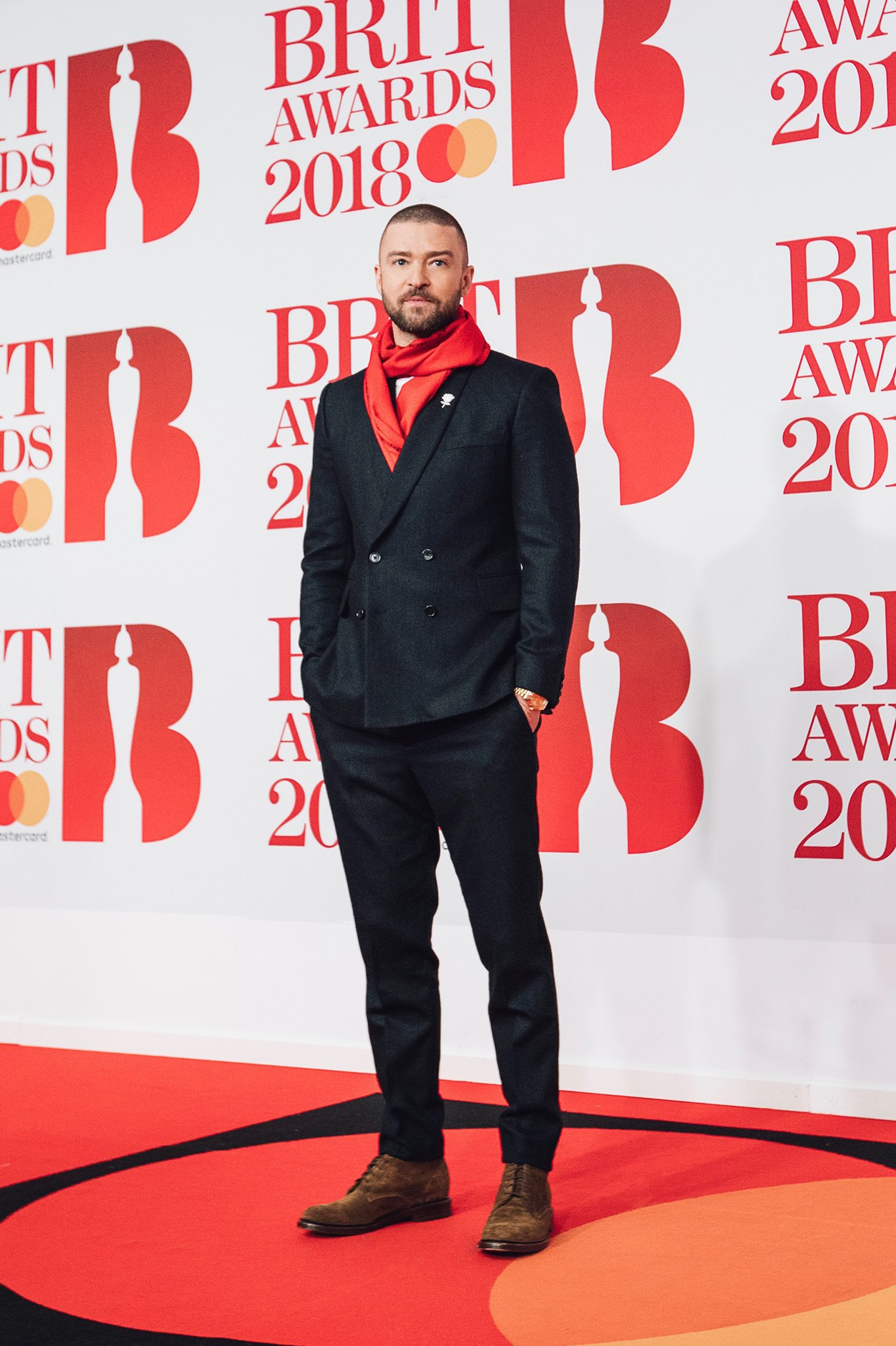 Excited to be here... #BritAwards https://t.co/14lxTTdbX9