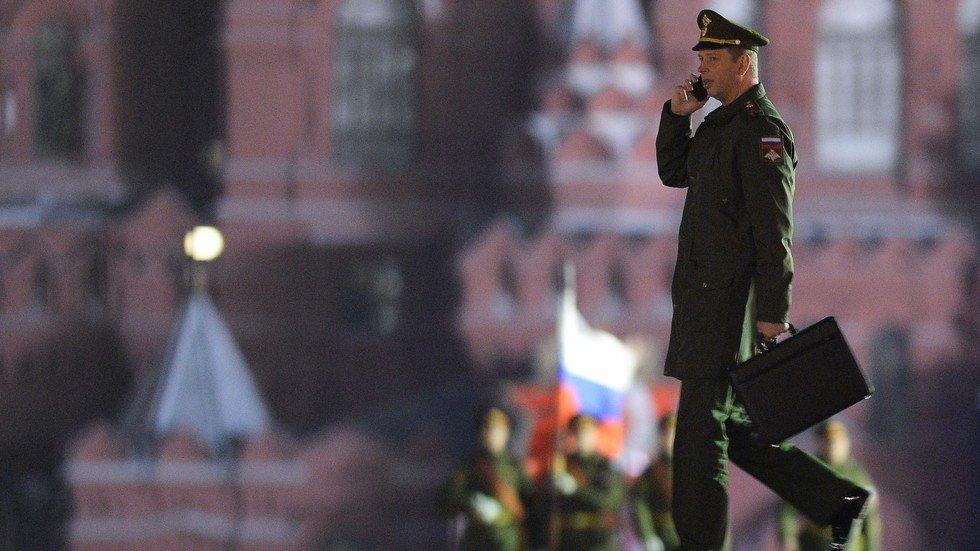 Минобороны выдало российским военнослужащим телефоны стоимостью 115 тысяч рублей https://t.co/XnA0ET9Jya