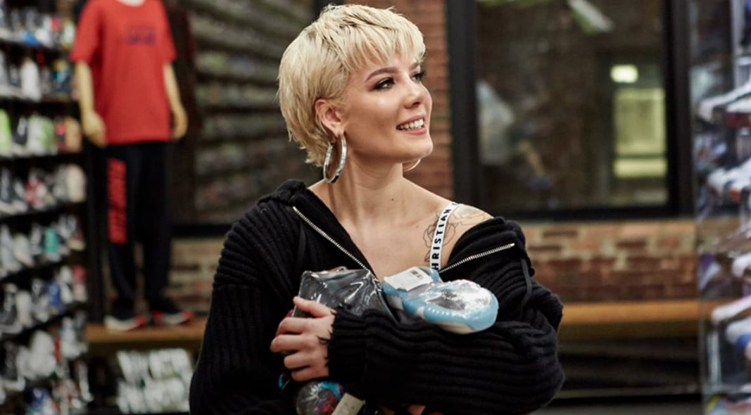 .@halsey is offering to pay for a young fan to go Sneaker Shopping: https://t.co/JoVYj6rKvU