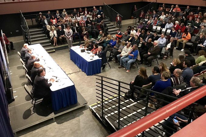A look at the Democratic Gubernatorial Debate from above the Studio Theatre at #UISedu. #twill https://t.co/gKGBjZGWFo