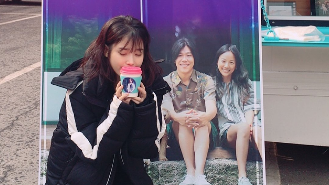 #IU Receives Coffee Truck From Cast And...