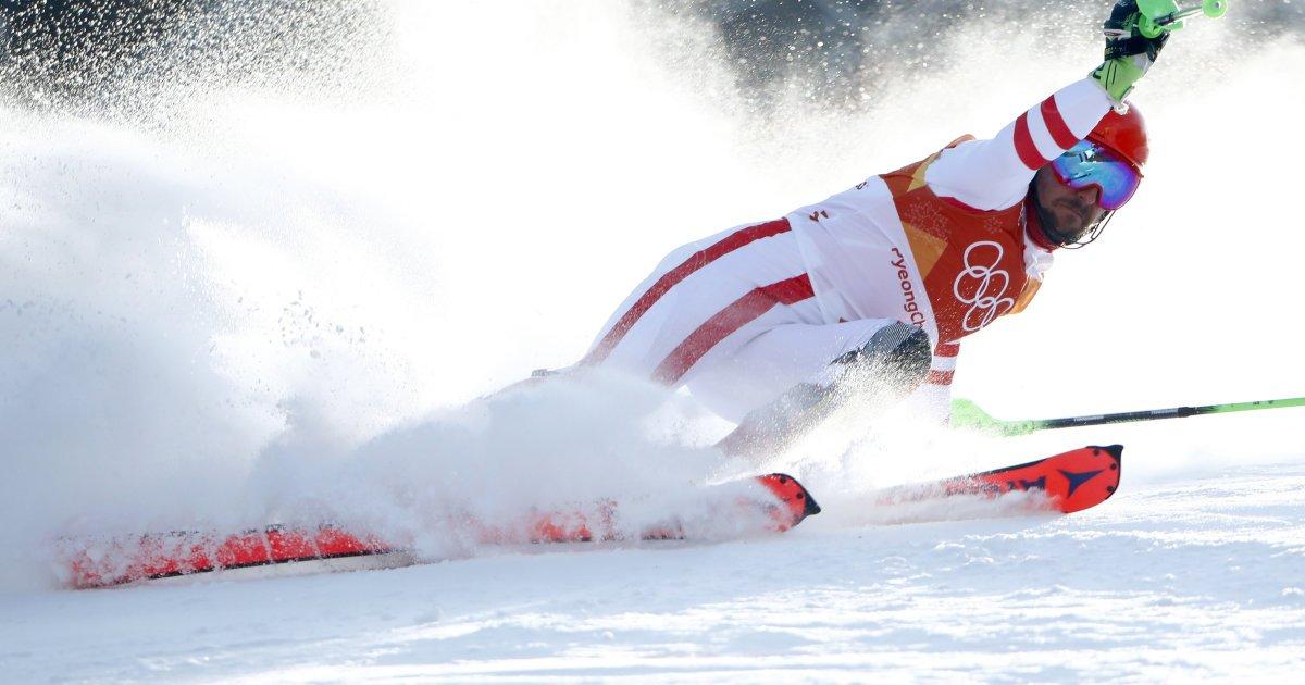 En quête d'une 3e médaille d'or, #Hirscher quitte le tracé pendant le #slalom #JO2018 https://t.co/TTUR7F2ny0