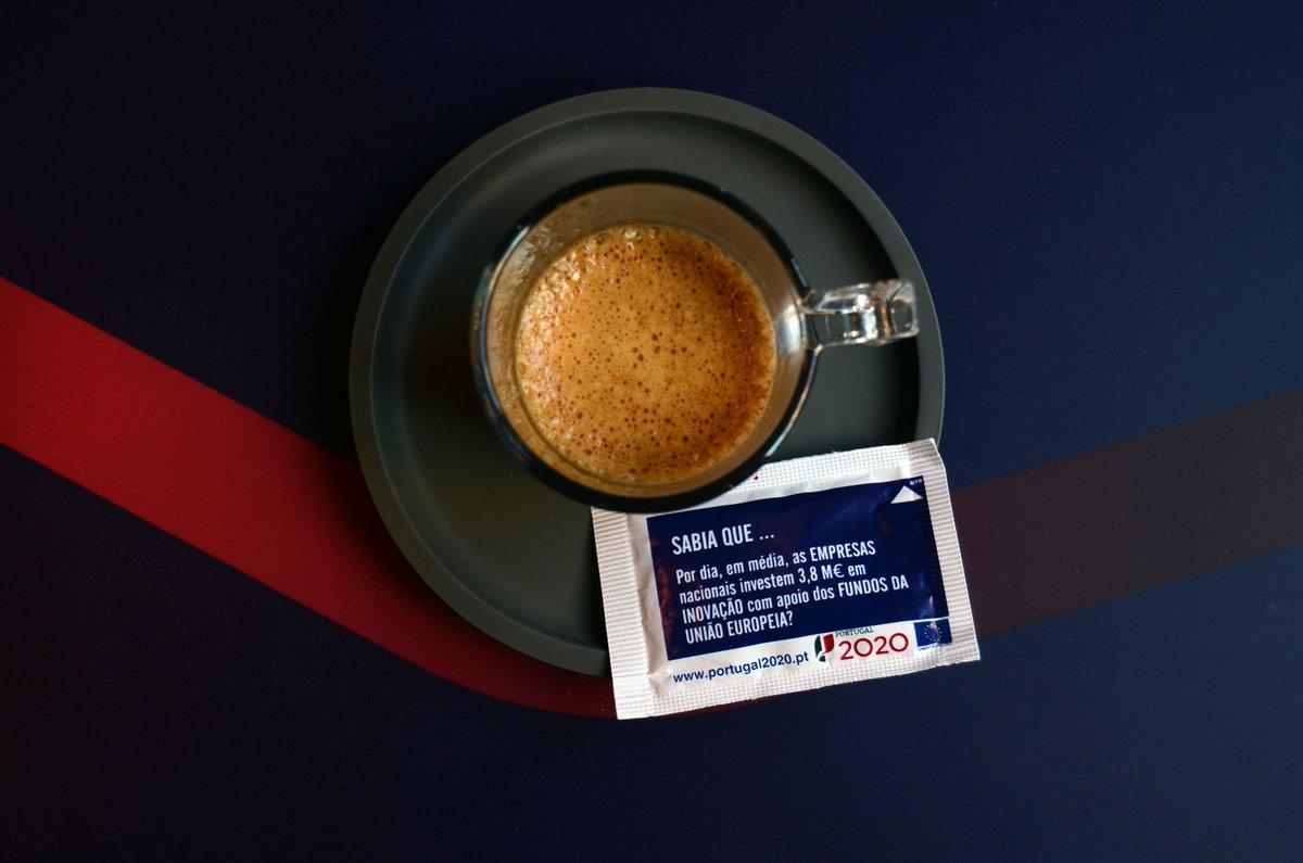 """Já tomou o seu café? ☕ Fique atento e procure a iniciativa """"Sabia que?"""", que divulga os resultados dos apoios da União Europeia em pacotes de açúcar, ao beber o seu café 👌  #UE #fundosEuropeus #EUFunds"""