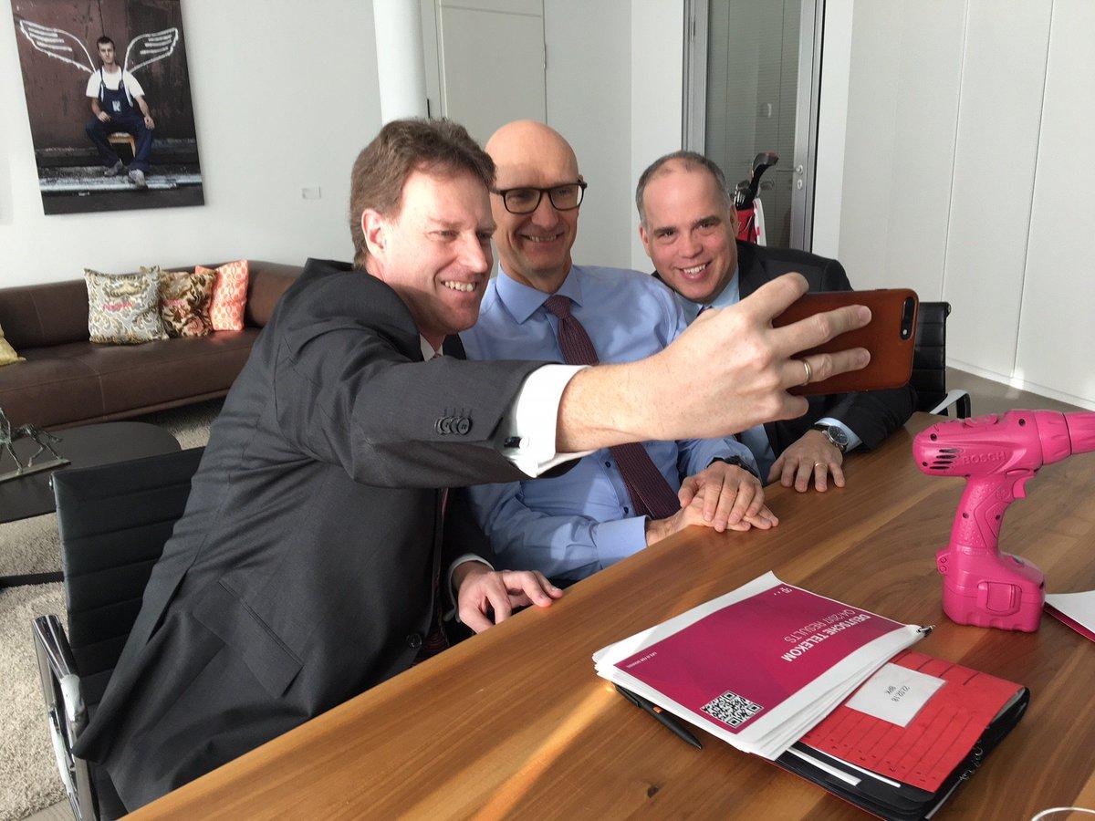 Social Media Post: Alle Informationen zum Geschäftsjahr 2017 der #Telekom gibt's hier...