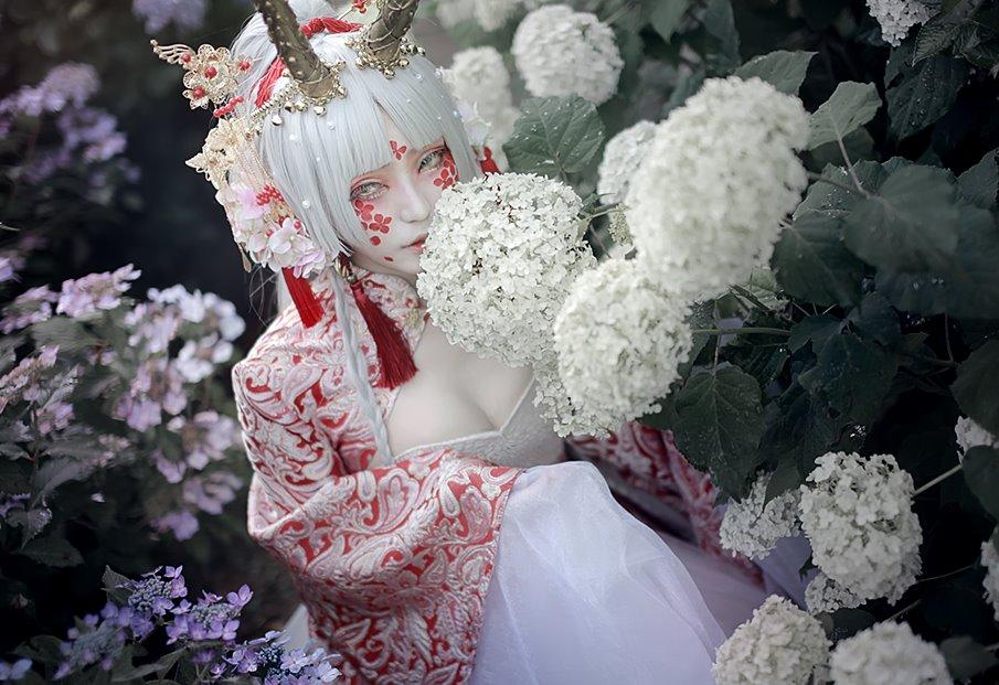【創作】次のドレスは紫陽花創作のような中華モチーフ予定* 真っ白で統一するか金や赤(ピンク系?)入れるか悩んでるけど、とりあえず胸元浪漫とふわっふわなスカートは詰め込むって決めてる