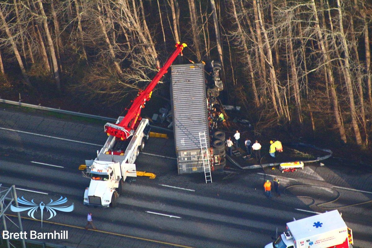 #REDALERT Douglas County: A closer look at the big rig crash that's had I-20wb west of Thornton Rd (Exit 44) courtesy @wsbtv #CaptnCam videographer @brettbarnhill