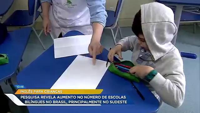 Cada vez mais cedo as crianças estão se adaptando a língua inglesa. Com isso, a procura por escolas bilíngues aumenta. Qual a sua opinião sobre escolas deste perfil? #HojeEmDia