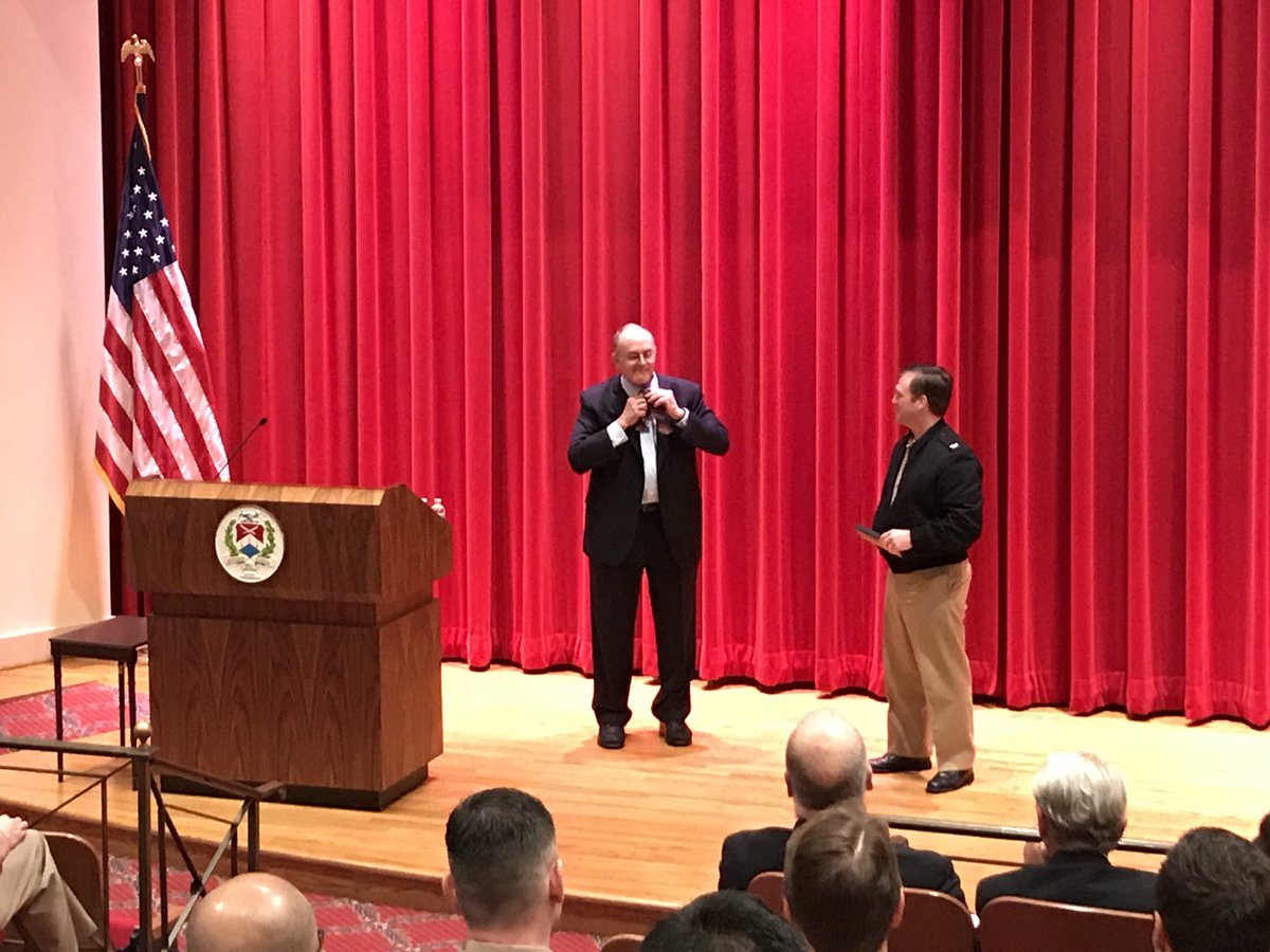 After his lecture this morning at the National War College, Dr. @EliotACohen imparts one last piece of wisdom:  How to properly tie a (NWC) bow tie. @NWC_NDU