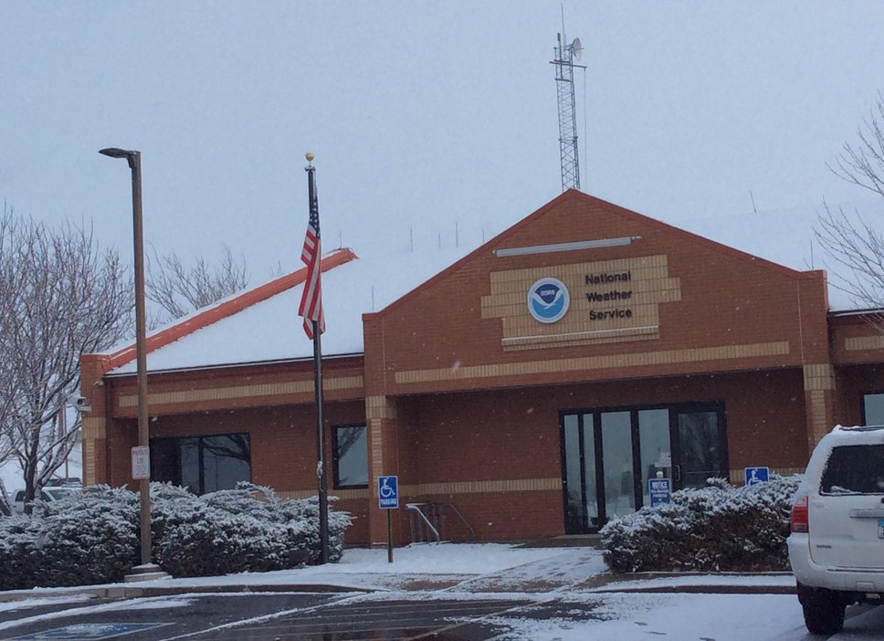 ❄️It's  a snowy morning here at the NWS office! We have had reports of 1-3' of across the Grand Valley. However, we have not heard many reports from the Durango, Pagosa Springs, and San Juan mountain areas. If you have a #snow report, feel free to share! #COwx