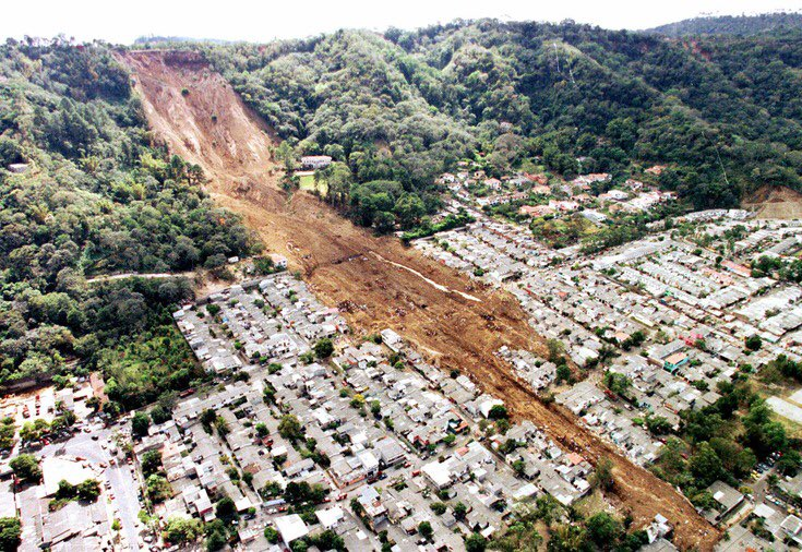 If you look closely at the landslide photo, a third of the way up hill to the right of the slide, you will see white mansion described in story. The Jan.  2001 slide in Santa Tecla, El Salvador killed 585 people. The #Sounders visit Santa Tecla FC tonight. https://t.co/fRnAtxOPTJ