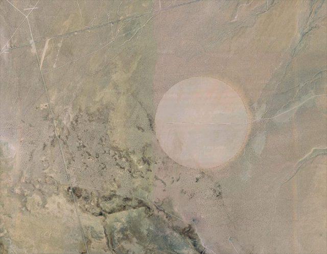 Google Earth : un drôle de cercle se trouve à côté de la Zone 51 https://t.co/WkQXvuO1xG