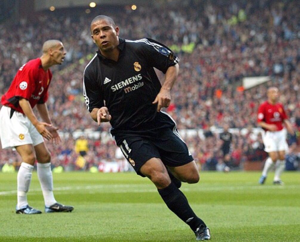 1st goal..... cooooooome on Fabian!!!!! What a player this guy was... #R9 @Ronaldo 🙌🏽 🇧🇷   #throwback #mufc #tbt