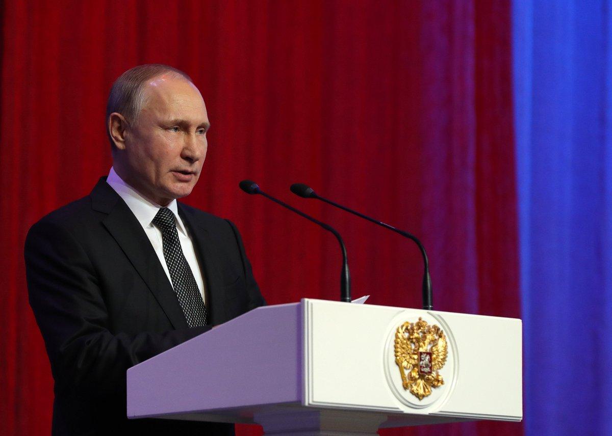 Президент выступил на торжественном вечере, посвященном Дню защитника Отечества https://t.co/hPxLmE64NZ