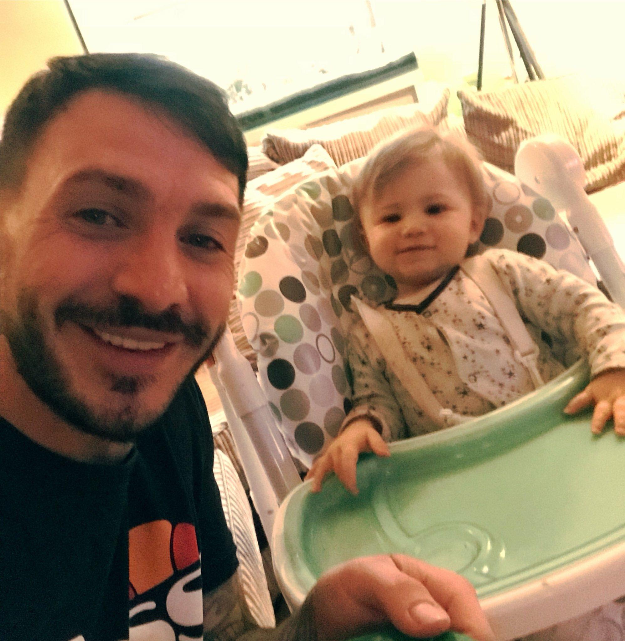Dinner time for the little man! 👶🏼💜 https://t.co/SUzVkFxXKX