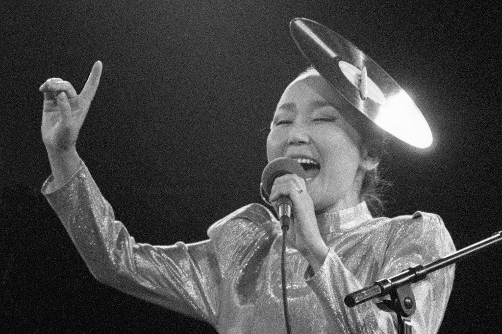 'You can hear her spitting out her soul'  From the Tuvan throat singing of @SainkhoN to Ukrainian folk by @DakhaBrakha - it's the #LateJunction mixtape by @sirenldn 🌀  Live now: https://t.co/QeHxOBtHR7