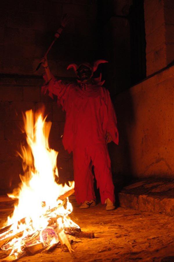El Pleno acuerda por unanimidad declarar la fiesta de El Diablillo de Sepúlveda Manifestación Tradicional de Interés Cultural  https://goo.gl/Gs6rvT https://vimeo.com/diputacionsegovia/diablillo… #ElDiablillo #Sepúlveda #Tradiciones #Cultura #Segoviapic.twitter.com/6f76gQpVvU