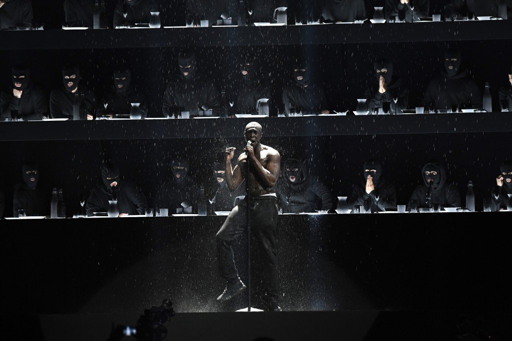 Stormzy made a powerful statement on the behalf of the survivors and victims of the Grenfell Tower fire at the Brit Awards https://t.co/xmeRjmQmMG