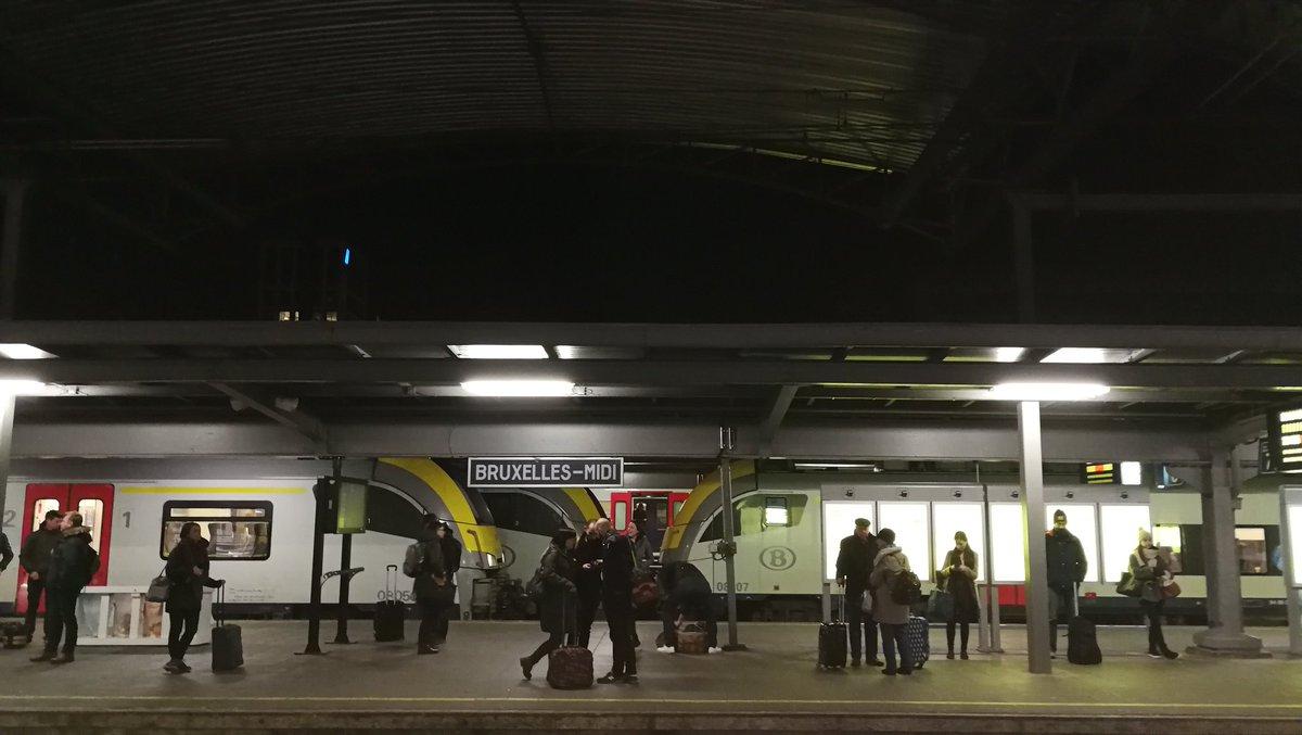 #instantané sur les quais de la gare de #Bruxelles un soir d'hiver