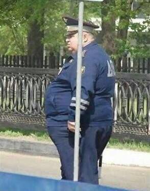 Aguas!!!!!  Si vas por Reforma hay un Poli escondido detrás de un poste multando a todo el mundo. Yo lo vi de milagro 😅