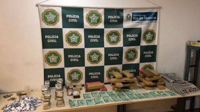 Polícia Civil encontra área de 'lazer do tráfico' e apreende drogas  no Complexo da Maré (RJ) https://t.co/doa9UyFA8a