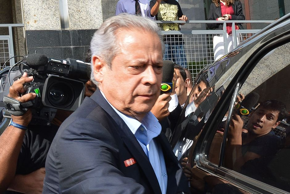 Condenado na Lava Jato, José Dirceu vira réu pela 3ª vez. Ex-ministro é acusado de receber R$ 2,5 milhões em propina das empreiteiras UTC Engenharia e da Engevix por serviços prestados.