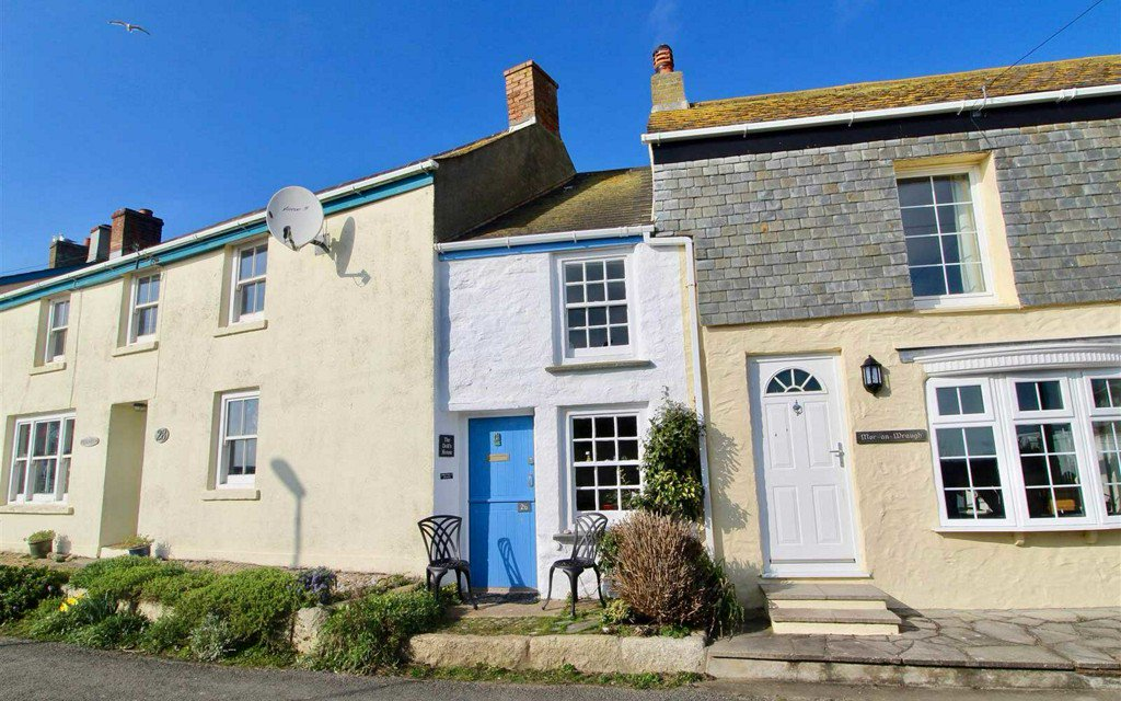The cutest — and possibly tiniest — cottage in the U.K. is for sale https://t.co/NMdgWyE0Ep