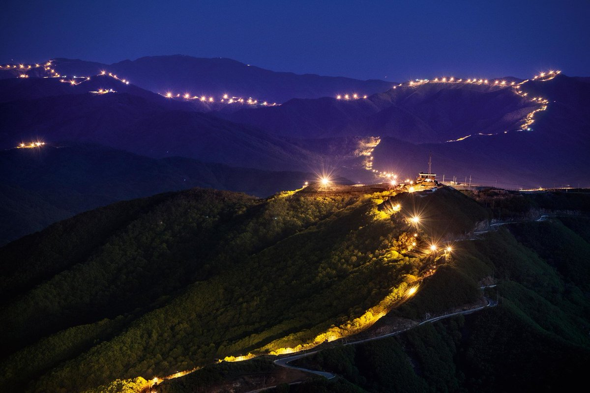 A photojournalist named Park Jongwoo was granted rare access to the two-mile-wide swath of land between North and South Korea—an area called the Korean Demilitarized Zone. See more stunning shots of the Korean DMZ here: https://t.co/uF0bklfbhS