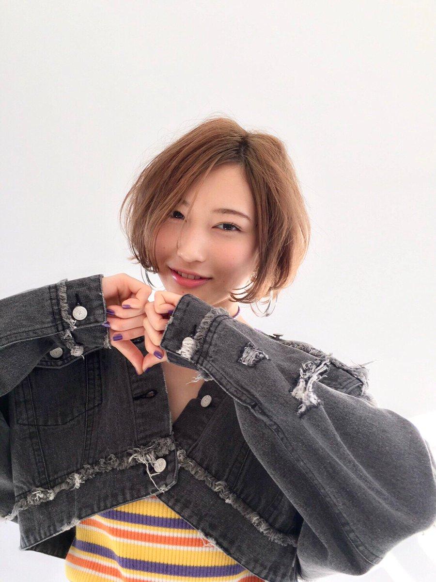 本日2月23日(金)発売の「ViVi」4月号に志田愛佳が登場  是非チェックしてみてください✨ #欅坂46 #ViVi4月号 vivi.tv