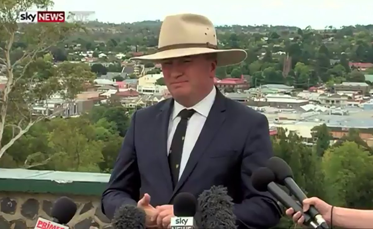 The more serious the announcement, the bigger Barnaby's hat. #auspol