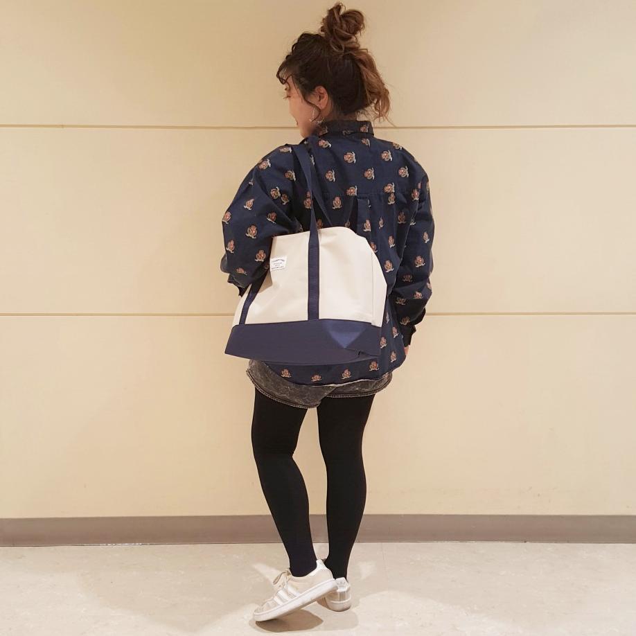 ☆NEW☆ BIGトートバッグ 各¥300+税 旅行に!部活に!仮装する時に!! 巾着タイプで中が見えない、大容量のBAGが入荷しました! シンプルなデザインで使いやすいですよ◎ #3COINS
