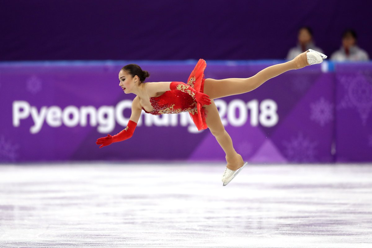 Olympic Athletes from Russia win their 1st gold 🏅 at #PyeongChang2018.   15-year-old skater Alina Zagitova defeats rival Evgenia Medvedeva by under a point in the  in Ladies #FigureSkating https://t.co/H4Fk37x9jk (📷: Richard Heathcote/Getty Images)