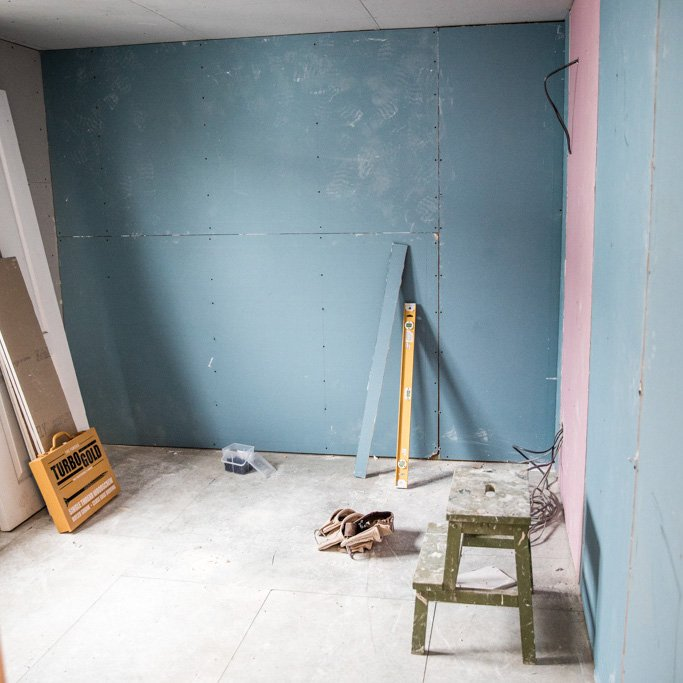 Donnas Paint Club Journey Transformed A Small Newly Plastered Space Into A Two Tone Turquoise And Dark Teal Room If You Love Decorating