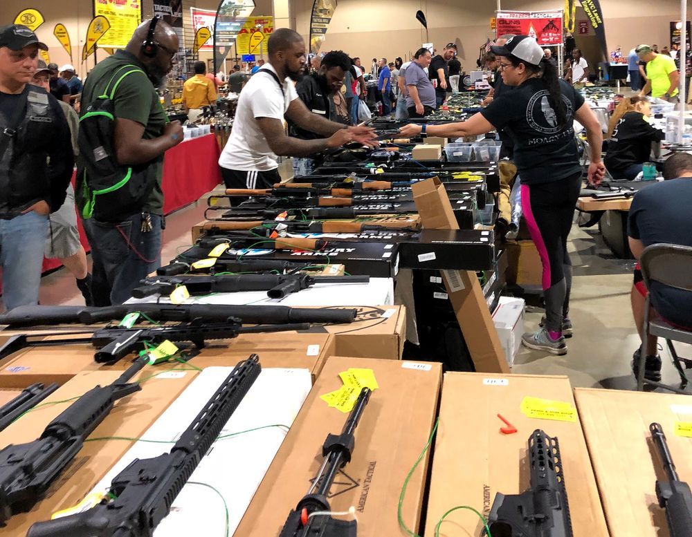 Here's the TicToc on @BW:  -Days after Parkland, it's business as usual at a Florida gun show https://t.co/6nB0x2xZQ1 -Black Panther's record-breaking opening weekend https://t.co/jRMXSYE3KU  --The U.S. Supreme Court case that could devastate unions https://t.co/0FW6NZIIRM