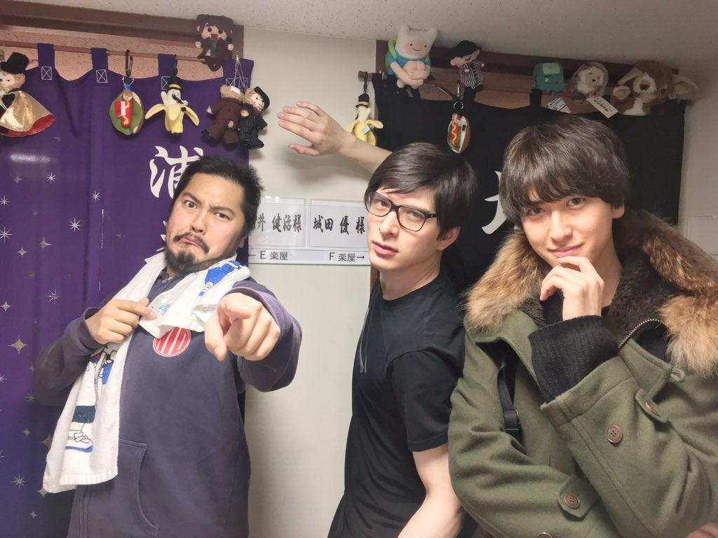 城田優さん、加治将樹さん出演ミュージカル『ブロードウェイと銃弾』を観劇して来ました。加治くん面白いし、しろたんかっこ良すぎでした。 あれ?この写真、桃城と手塚と不二?