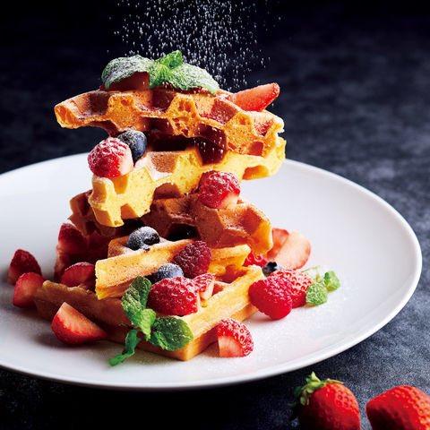 Strawberry waffle at Caffe!! 「カフェ」で開催中のストロベリーフェアでは、いちごを存分に楽しめるメニューを取り揃えています🍓 https://t.co/yfMKuwu9iE