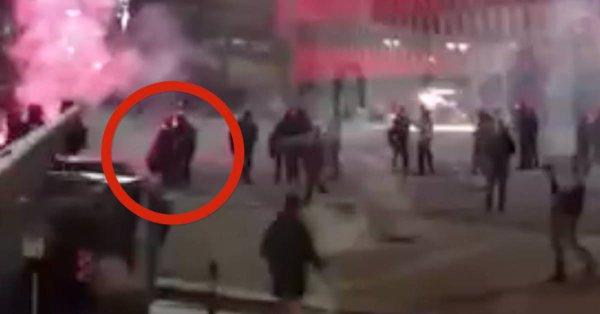 Il video del momento in cui il poliziotto spagnolo muore negli scontri di Bilbao - https://t.co/6ipwDCNYh5 #blogsicilianotizie #todaysport