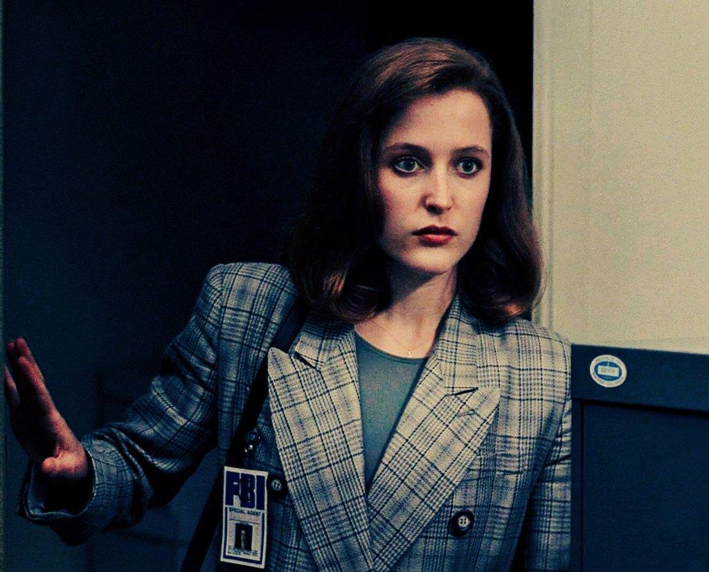 Happy birthday Dana Scully   My favorite FBI agent My ONE love