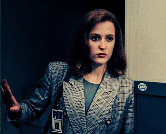 Happy birthday Dana Scully   My favorite FBI agent My ONE love